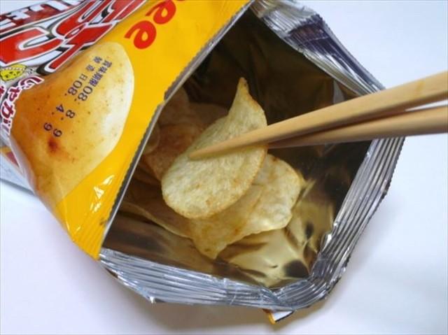 ポテトチップスを箸で食べる勢は多いの画像1枚目!