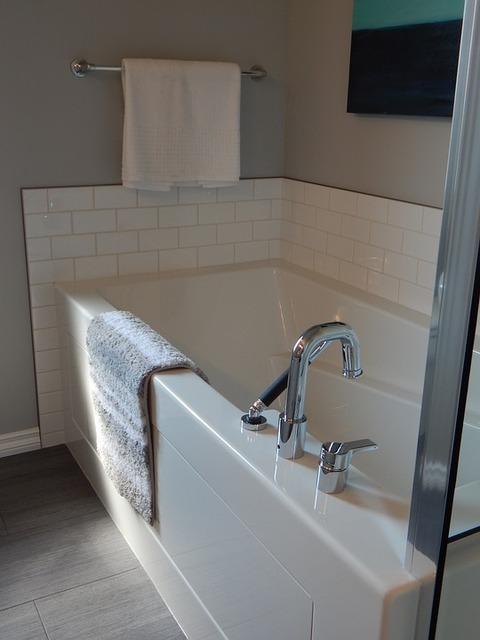 bathtub-890561_960_720.jpg